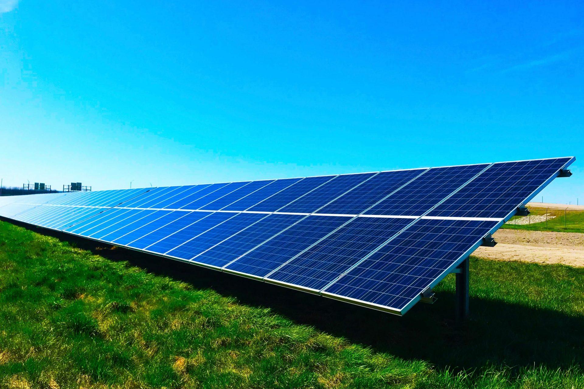 Die Arbeiter von Reci Haustechnik haben Solarplatten aufgebaut